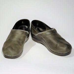 💚 Dansko Green leather Clogs Size 38 💚